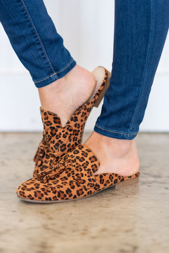 shoes, flats, slides, mules, office, work, fall, winter, casual, animal print, leopard print, brown, black, chic, sassy, trendy, shopping, everyday, light, neutral, tassel, flats