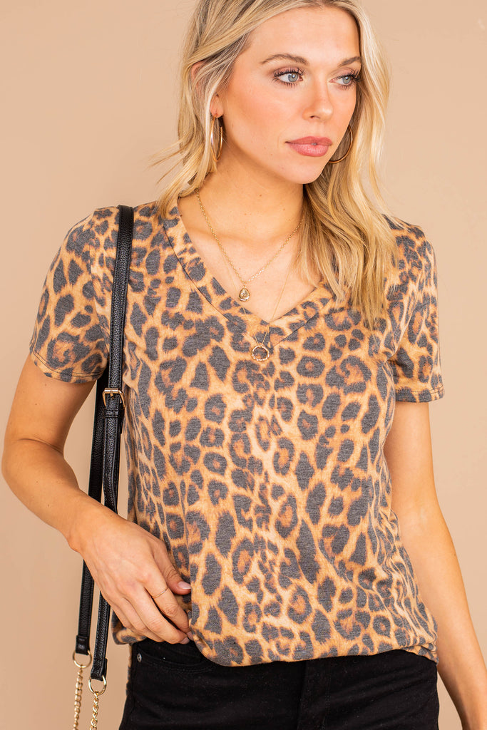 top, tee, leopard print, brown, short sleeves, v-neckline, comfy, casual