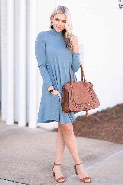 what color shoes to wear with teal dress