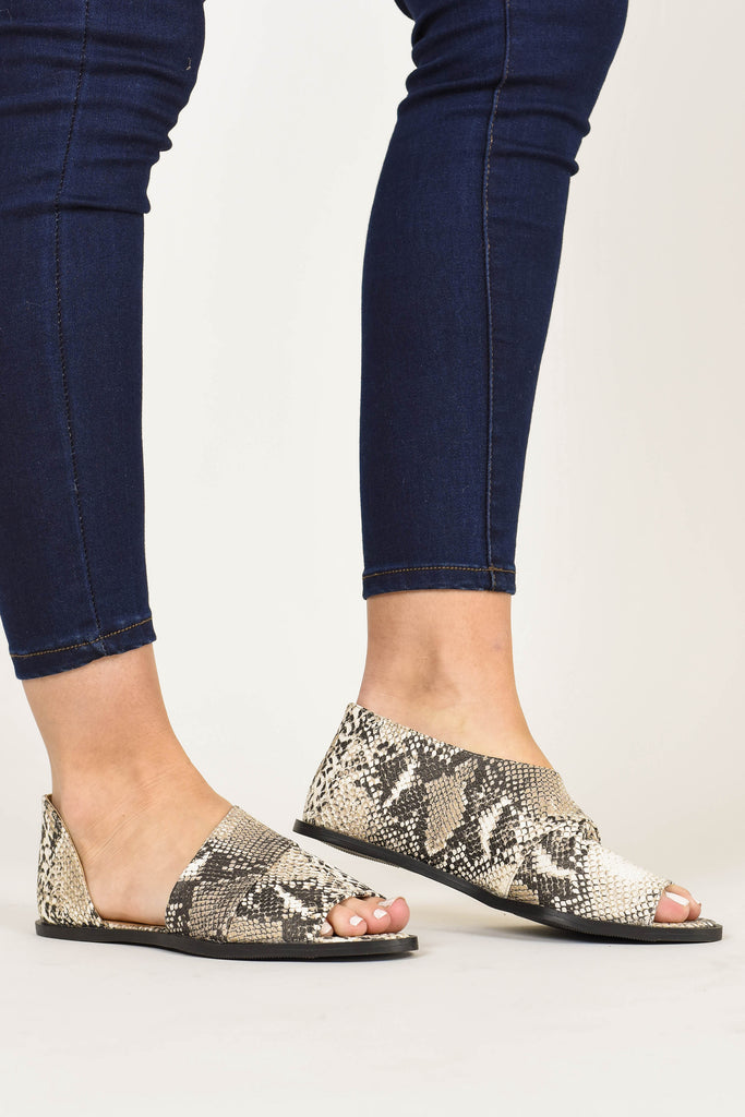 fall, flats, chic, cute, comfy, snakeskin, snake print, trendy