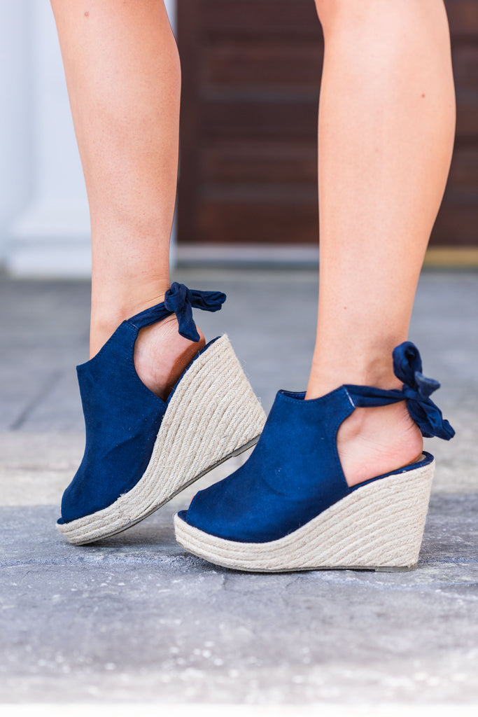 Everyone Knows Wedges, Navy
