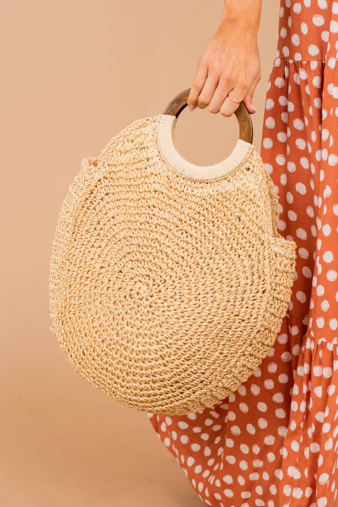 purse, round crochet style exterior, wooden handles, zip top closure, white, circle bag, tote