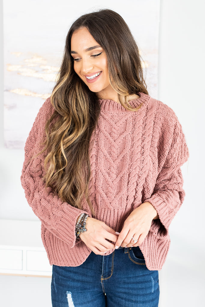 top, sweater, cable knit sweater, cable knit sweater with scalloped hemline, crop cable knit sweater with scalloped hemline, pink sweater, pink cable knit sweater, pink crop sweater, pink crop cable knit sweater with scalloped hemline, closed knit sweater, pink closed knit sweater, casual top,