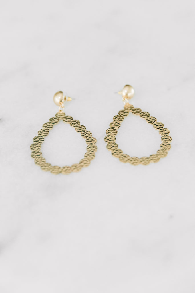 teardrop shape, hammered gold detailing, shiny, gold, earrings