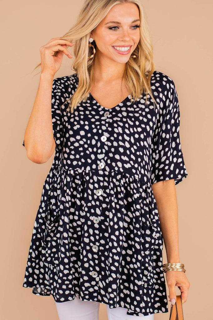 leopard tunic, tunic, short sleeves, spotted leopard print, v-neckline, button down, tiered fit, navy blue, light