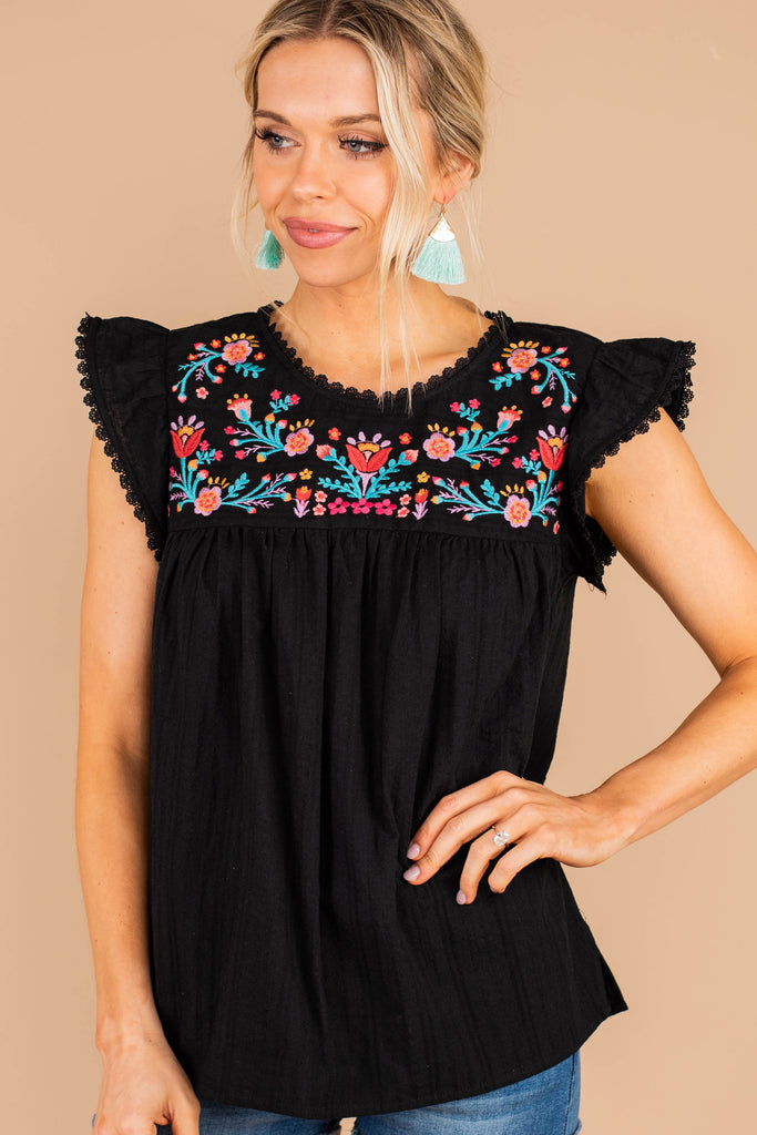 short cap sleeves, black top, floral embroidery, crochet trim, top, babydoll fit