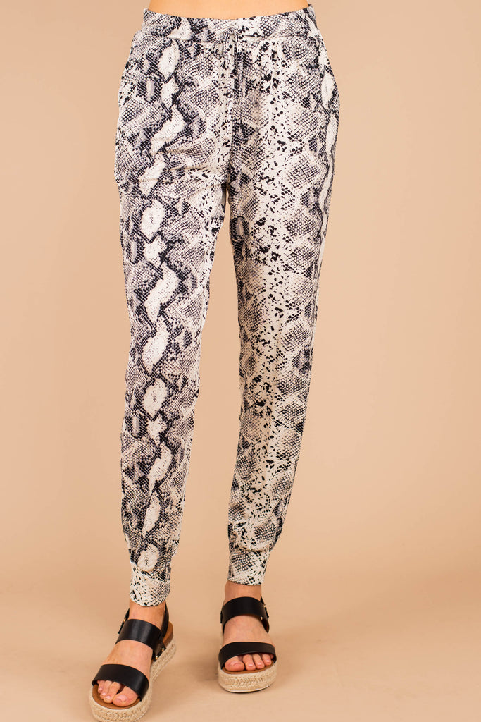 elastic waistband, tied detail, snake print, joggers, snake print joggers, pockets