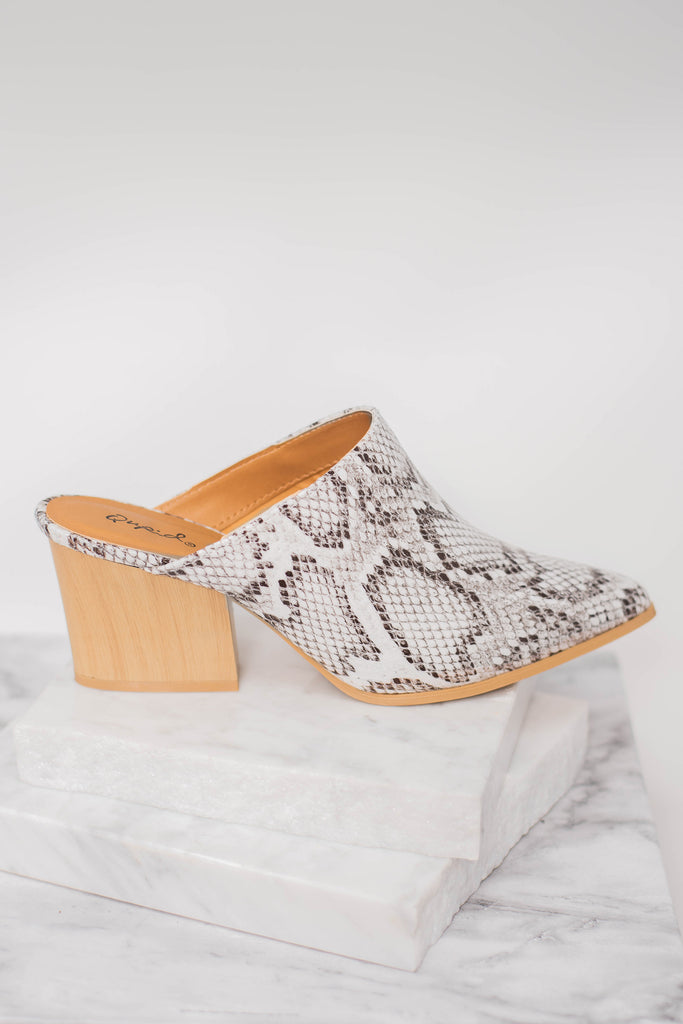 Chic Off White Snakeskin Mules - Cute