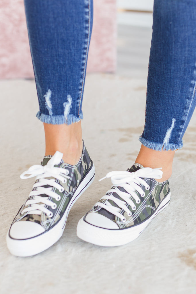 shoes, sneakers, camo, camo sneakers, camoflauge, camoflauge sneakers, summer, summer sneakers, fall, fall sneakers, easy to style, green, white, green and white, casual, comfy