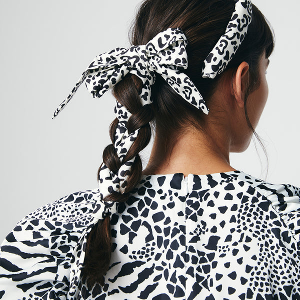 YOUR WAY SCARF - LOW-KEY LEOPARD