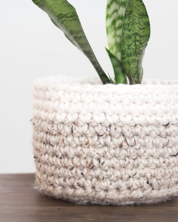 Crochet Storage Basket Pattern. Easy Pattern. How to make a crochet basket. DIY Planter Basket by Forefolk