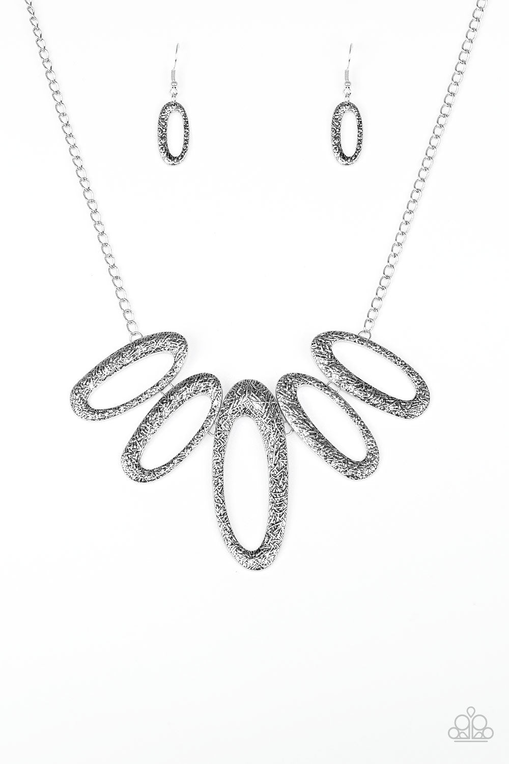 Easy, TIGRESS! - Silver - Short Necklace