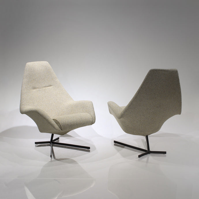 Rare Peter Hoyte 'PH6' Cantilever Lounge Chairs in Knoll Bouclé - A Pair