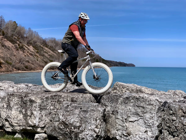 spinner on the rocks at port washington fatbike