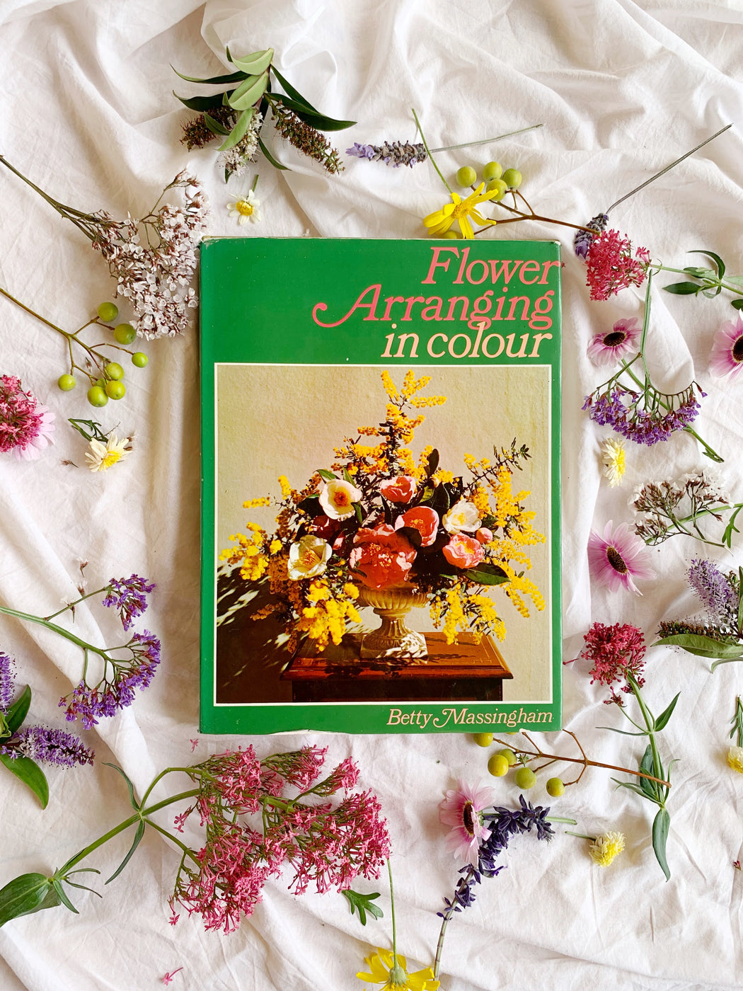 Flower Arranging in Colour by Betty Massingham - Storytellers Workshop