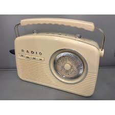 Akai Retro Kitchen Radio Cream