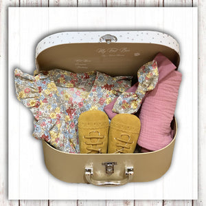 Baby set Gift Suitcase for girl with sleeveless top baby shoes headband and swaddle Niny Mini Hong Kong