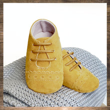 Load image into Gallery viewer, SHOES Moccs Mustard