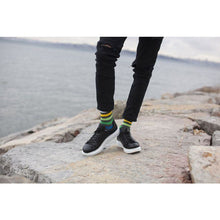 Load image into Gallery viewer, Men's Grey Emerald Stripe Socks