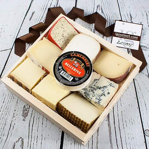 Cheese Lover's Sampler in Gift Basket (72.8 ounce)