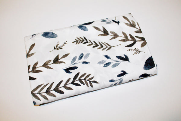 Foliage in the Wild Fitted Crib Sheet