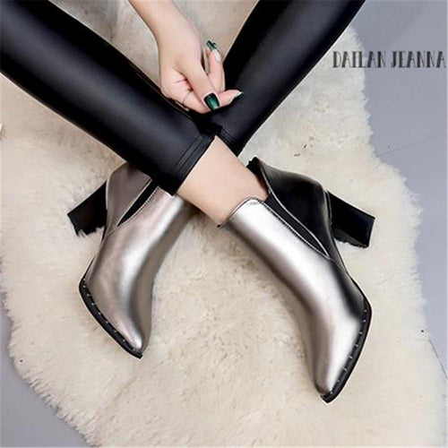 Contracted Tide Girl Boots Woman British Style Rivet Autumn Winter High-Heeled Martin Shoes