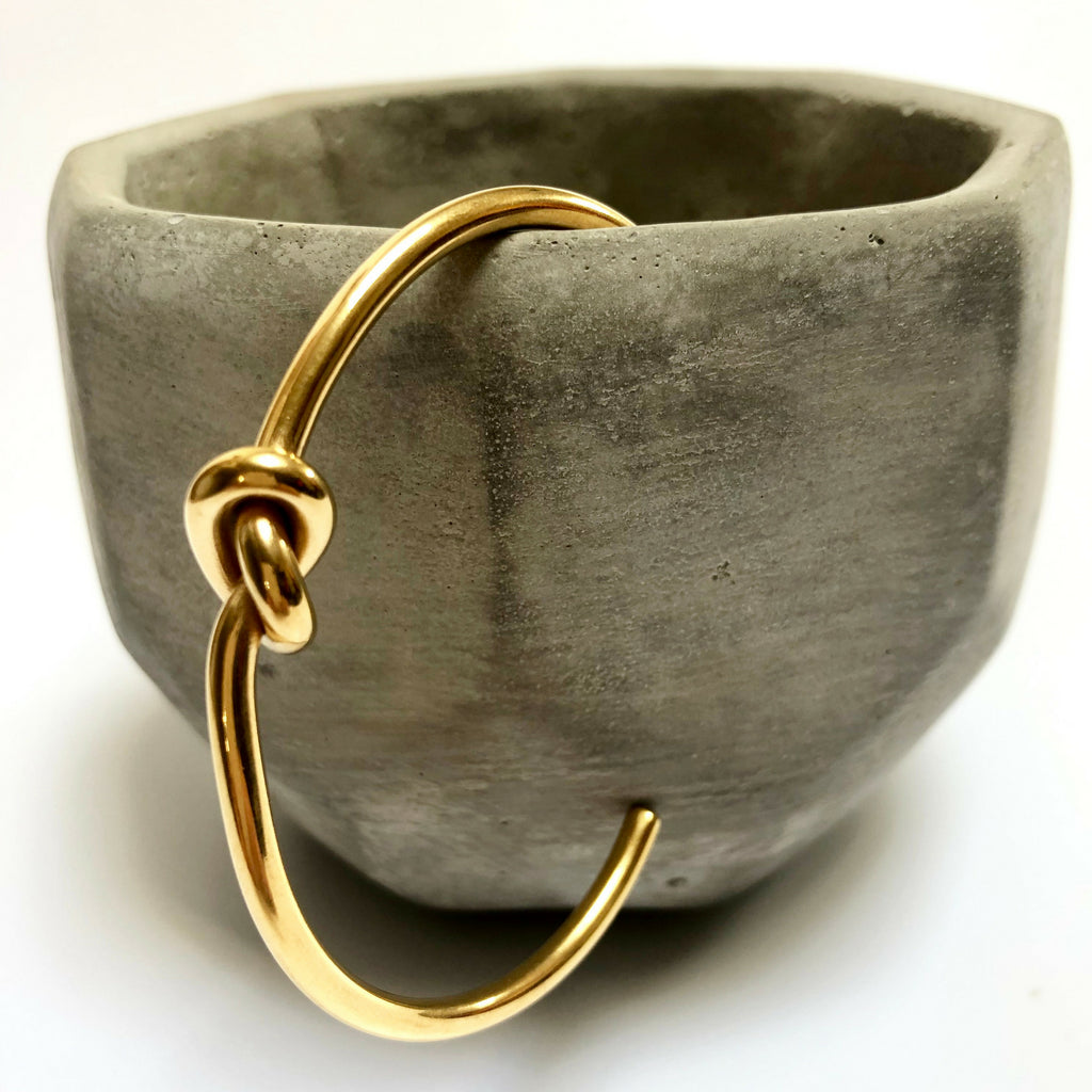 love knot bracelet in brass alloy
