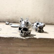 "Load image into Gallery viewer, ""Alo"" quartz skull necklace"