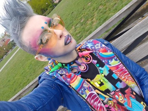 Jareth nebula boy wearing the mellow yellow glen ivy bubble shades