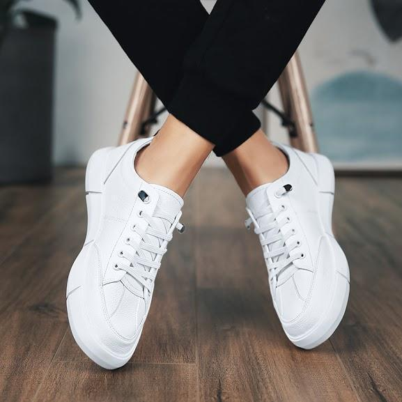 THE CLASSIC SNEAKERS