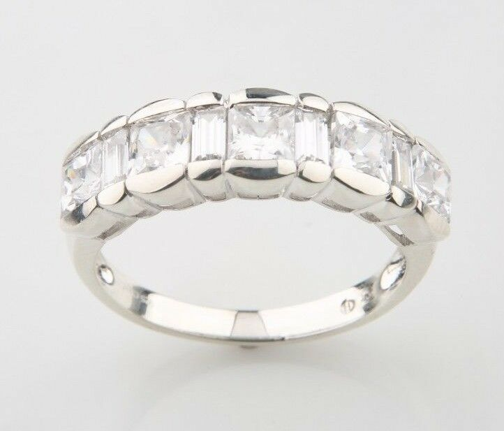 K☆ Sterling Silver & Cubic Zirconia Ladies' Ring, Size 9 (4.3g) .925 Silver CZ