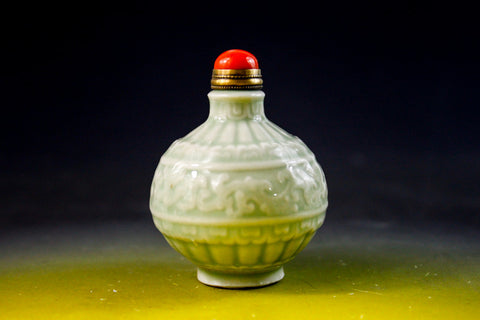 SC137 D18mm CELADON SNUFF BOTTLE HAND CARVED PATTERN RED CORAL STOPPER