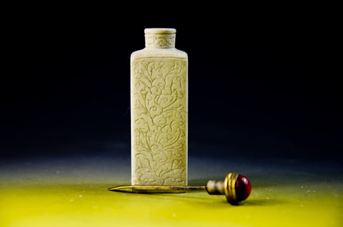 SC166 D14mm SNUFF BOTTLE CARVED PATTERN PORCELIAN