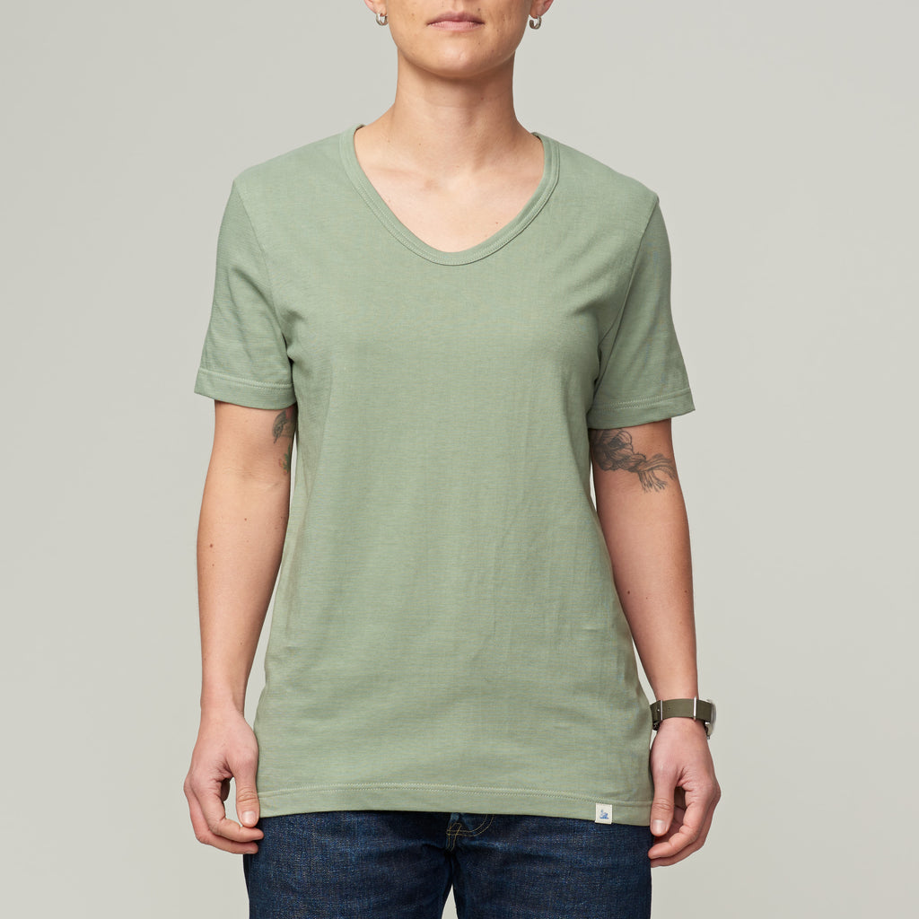 MERZ B. SCHWANEN 1970's BOYFRIEND V-NECK - LIGHT ARMY