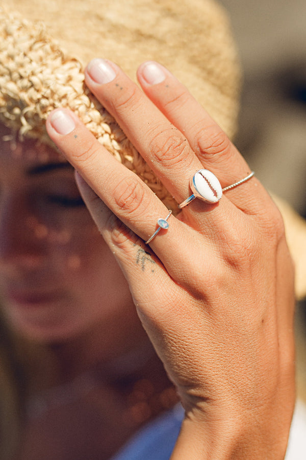 Handmade with love | VERLAN Jewellery | Fairfashion | Handgemachte Ringe im Boho Look aus Bali | Fair und nachhaltig handgefertigter Schmuck | Silberring mit Opal | 925 Silber | SHELL Ring