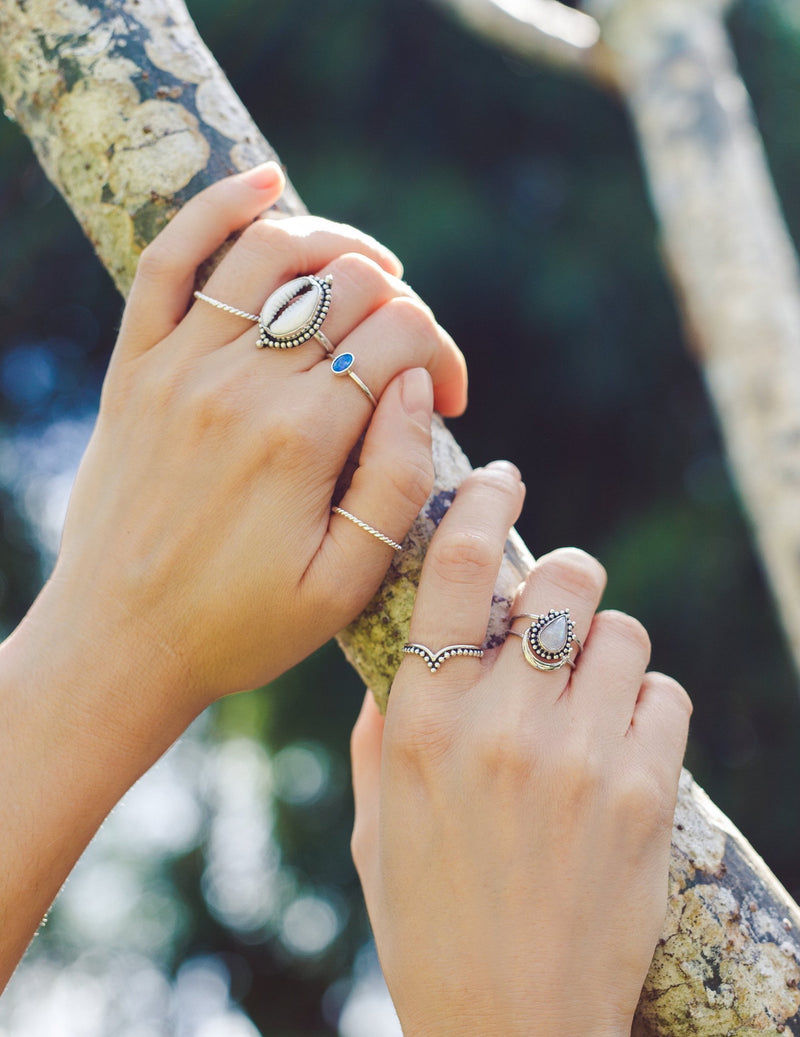 Handmade with love | VERLAN Jewellery | Fairfashion | Handgemachte Ringe im Boho Look aus Bali | Fair und nachhaltig handgefertigter Schmuck | Silberring mit Opal | 925 Silber