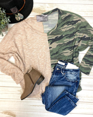 TAUPE/CAMO SPLIT OVERSIZED TOP