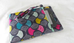 Quick Kindle Pouch sewing pattern tutorial on loreleijayne