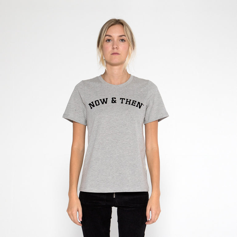 Now & Then Daily Tee / Curved College - Grey Marle