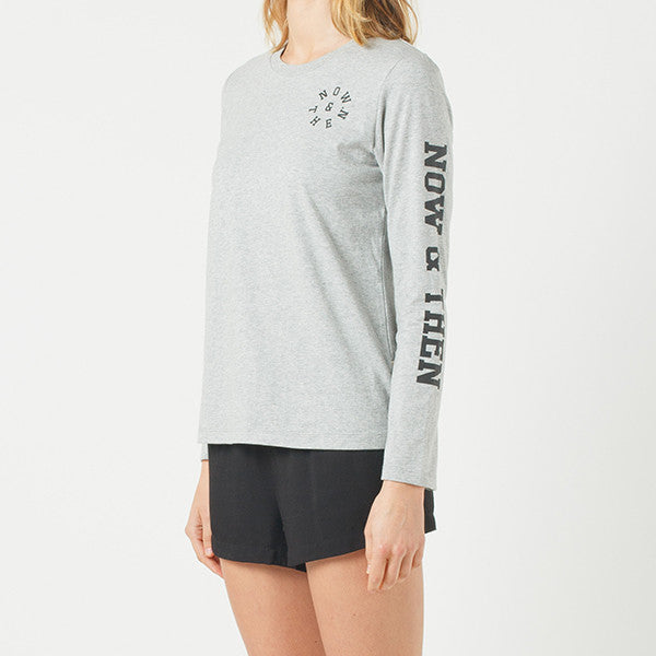 Now & Then / Daily L/S Tee College (Embroidered) in Grey