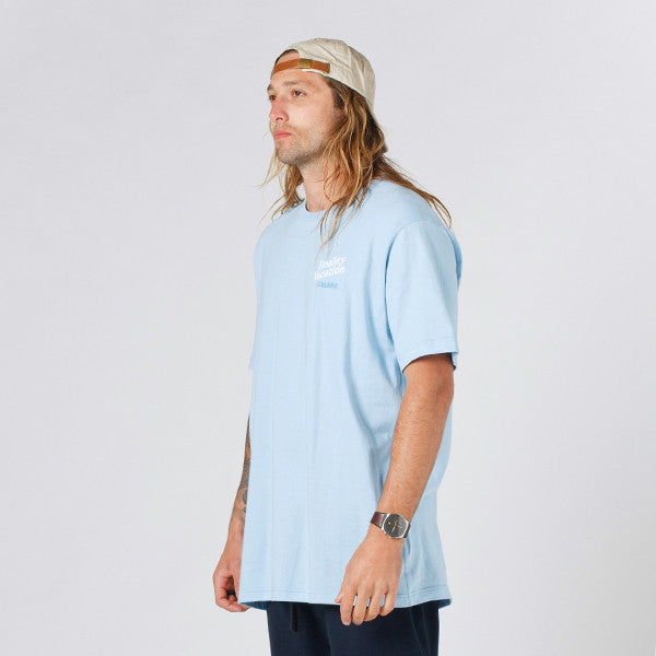 Lower QRS Tee / Vacation in Light Blue