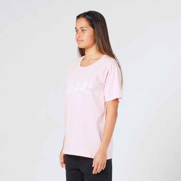Lower Active Tee / Skitse (Embroidered) in Pink