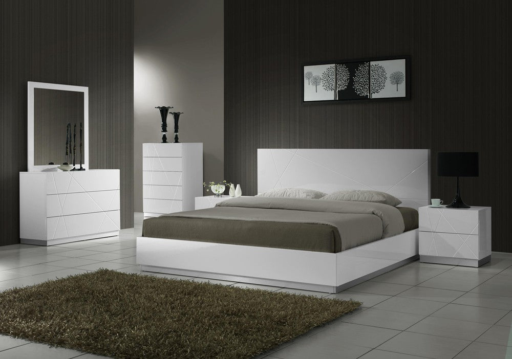 Naila White Lacquered Bedroom Collection