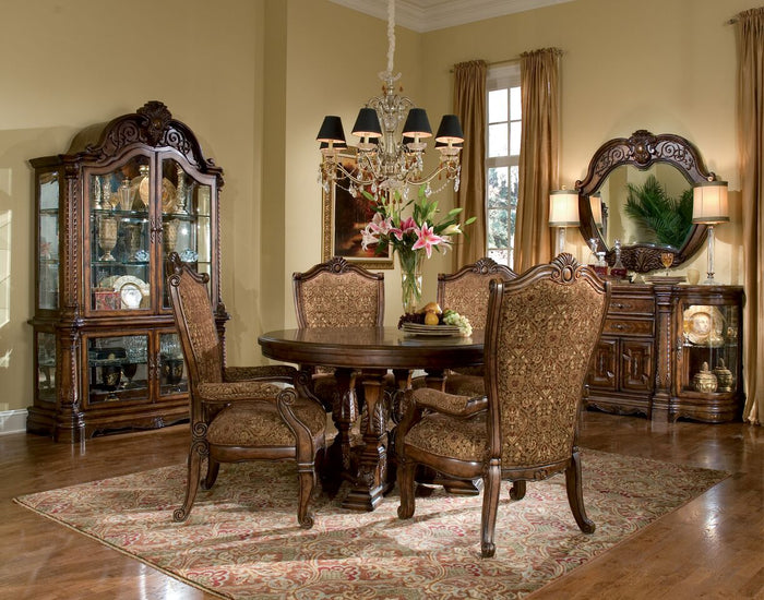 Windsor Court Round Dining Room Collection