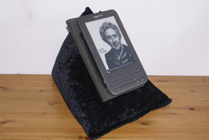 Jet Black Techbed Kindle Cushion Netflix iPad Pillow tablet stand arthritis handsfree parkinsons