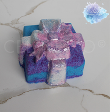 Load image into Gallery viewer, Present Bath Bomb-Celine XO