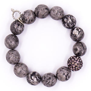 Faceted silver leaf agate with gray pave