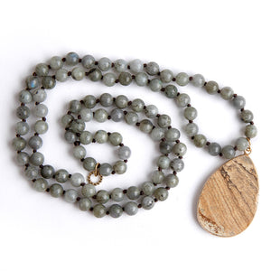 Hand tied green labradorite gemstone necklace with brass surround agate slice