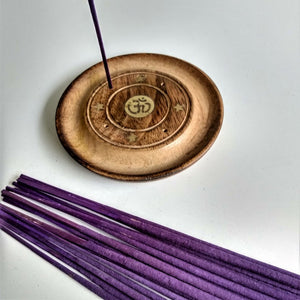 Om, Ohm, Aum Mango Wood 4 Hole Disc, Natural Eco Friendly Incense Holder, Incense Burner Ash Catcher + 20 Free Vegan Friendly Incense Sticks