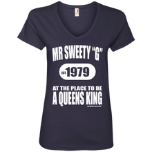"SWEETY ""G"" A QUEENS KING (Rapamania Collection) Ladies' V-Neck T-Shirt"